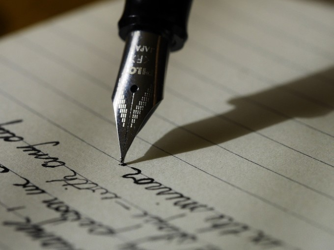 文章の構成を決めているイメージ